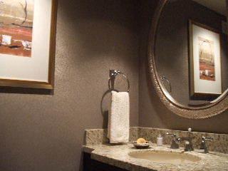 Vegas THEhotel - guest bathroom